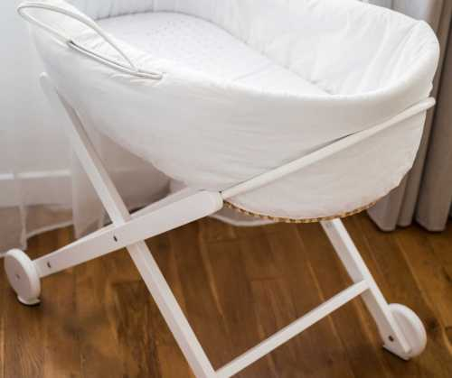Strong Base and Legs bassinet